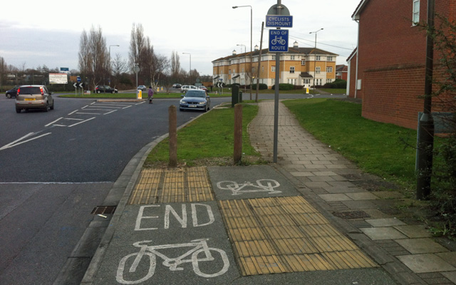 Top-notch Greenwich Council cycling infrastructure off Western Way, Thamesmead